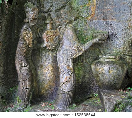 Feilai Feng Grottoes With Fine Buddhist Stone Carvings