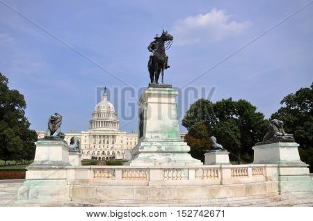Ulysses S. Grant Civil War Memorial and United States Capitol Building in Washington DC, USA.
