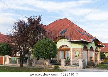 Detached house. Well-kept. Beautiful house. Detached house with ornamental trees and flowers around