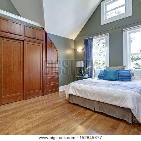 High Vaulted Ceiling Bedroom Interior Design