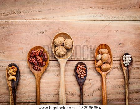 Various Kinds Of Nutshell  Walnuts Kernels ,hazelnuts, Cashew Nut, Almond Kernels And Pecan In Woode