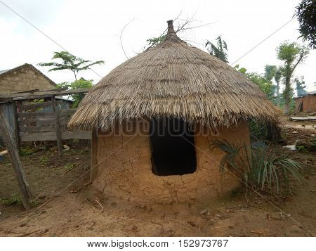 Native food silos for grain and food storage in Erena Niger State Nigeria. This one has a relatively full size door that allows people to enter. This one also has a foundation while the structure is made out of mud. The roof is made of thatch.