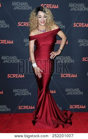 LOS ANGELES - OCT 24: Ola Ray at The Estate of Michael Jackson and Sony Music present Michael Jackson Scream Halloween Takeover at TCL Chinese Theatre IMAX on October 24, 2017 in Los Angeles, CA