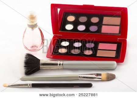 Perfume brushes and compact