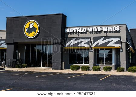 Mishawaka - Circa August 2018: Buffalo Wild Wings Grill And Bar Restaurant. You Can Find Live Sports