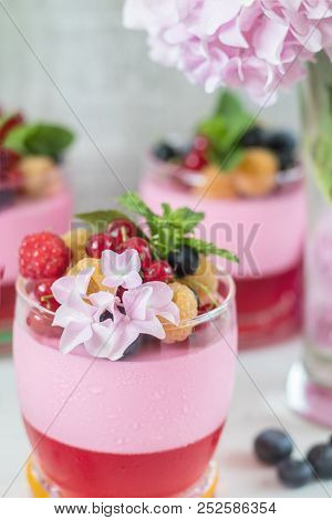 Multivitamin Summer Berry Delicious Panacotta.