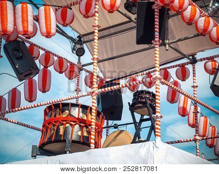 The Stage Of The Yaguro. Paper Red-white Lanterns Chochin Scenery For The Holiday Obon When People D