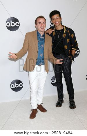 LOS ANGELES - AUG 7:  Frankie Muniz, Jordan Fisher at the ABC TCA Party- Summer 2018 at the Beverly Hilton Hotel on August 7, 2018 in Beverly Hills, CA