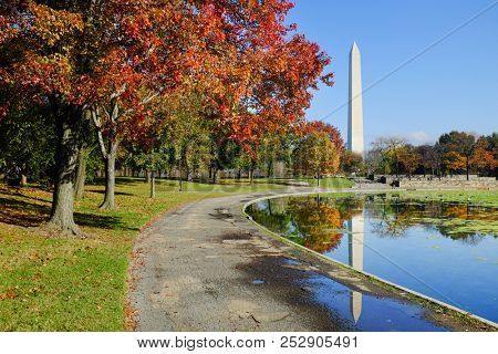 Washington DC in autumn - Washington Monument as seen from Constitution Gardens