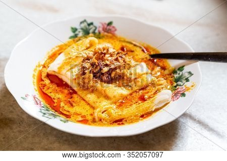 Serving Of Curry Chee Cheong Fun, Popular Breakfast In Malaysia Among Ethnic Chinese.