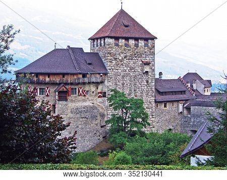 Vaduz Castle (schloss Vaduz) In The Rhine River Valley (rheintal) - Vaduz, Liechtenstein