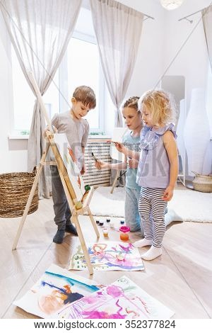 Talent: Two Girls Together Paint On An Easel With Paints And A Brush In A Large Spacious Room.