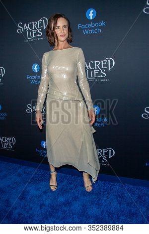 Juliette Lewis arrives at the