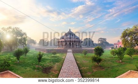 Isa Khans Tomb In The Humayuns Tomb Complex In Delhi, India, Sunrise Panorama