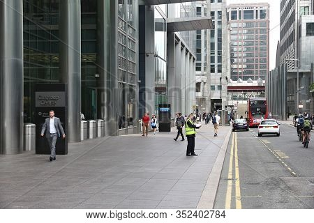 London, Uk - July 8, 2016: People Visit Canary Wharf Modern Area In London, Uk. Canary Wharf Is Lond