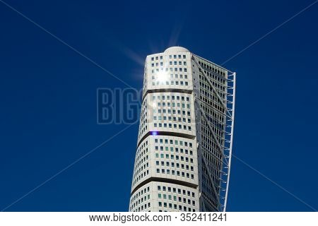 Malmö, Sweden - August 9, 2017: The Sun Is Reflecting In A Window Of Skyscraper Turning Torso, Causi
