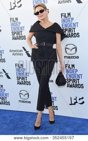 LOS ANGELES - JAN 06:  Renee Zellweger arrives for the Film Independent Spirit Awards 2020 on February 08, 2020 in Santa Monica, CA