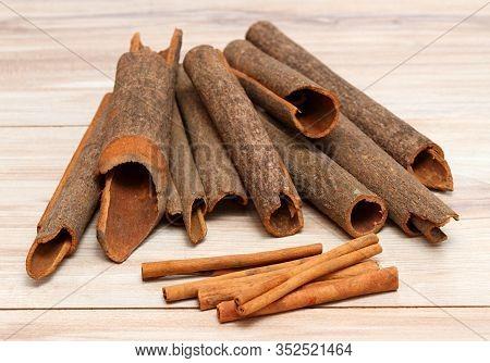 Compare  Cinnamomum Cassia And  Cinnamomum Verum. Cinnamon Cassia Originated From China, C. Verum Fr