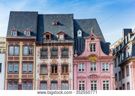 Mainz, Germany - August 04, 2019: Colorful Old Buildings On The Markt Square Of Mainz, Germany