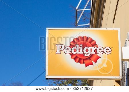 Belgrade, Serbia - November 23, 2019: Pedigree Petfoods Logo On A Local Retail Pet Store In Belgrade