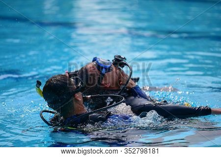 Scuba Diver Show Technique Help Buddy Diver Accident Underwater Water In The Pool