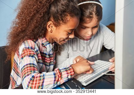 Students learn together on the PC in the computer science class of elementary school