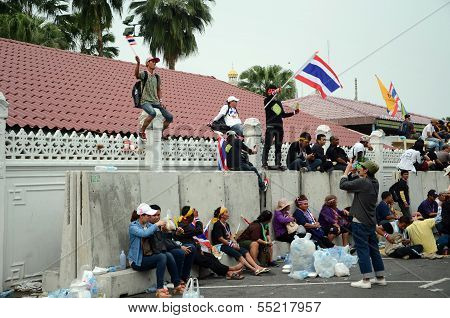 Bangkok - Dec 9 : Protesters Attend A Large Anti-government Outside Government House