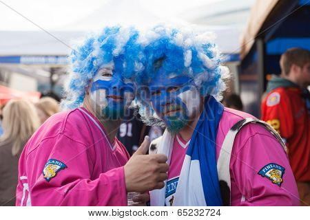 The ice hockey fans in wigs from Finland