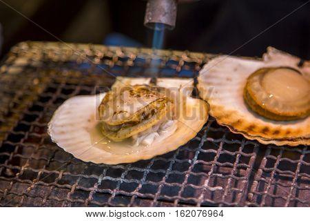 Preparing fresh scallops Tsukiji fish market in Tokyo, Japan