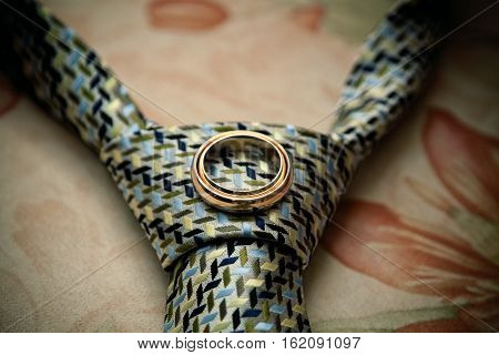 Wedding golden rings on the silken tie