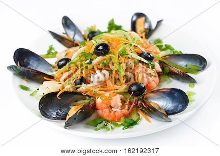 Salad with olives and shrimps and other seafood