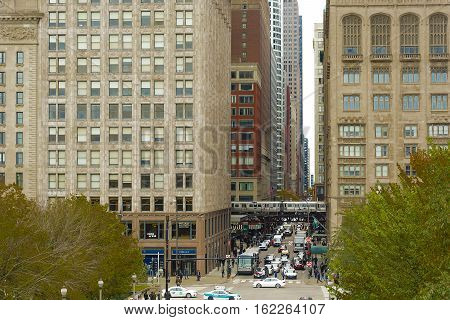 Chicago, IL, USA, october 27, 2016: streets of Chicago at daytime. Chicago, colloquially known as the Windy City , is the third most populous city in the USA, following New York and Los Angeles