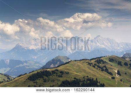 Mitterhorn Reifhorn Grosses Ochsenhorn mountains in Loferer Steinberge Austria