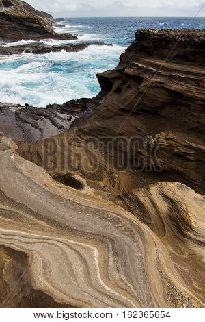 The layerd rocks look like pnacake stacks near the Lanai Lookout on the southeastern shore of O'ahu along Kalanianaole Highway #72