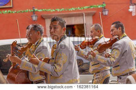 SAN MIGUEL DE ALLENDE, MEXICO - DECEMBER 28, 2014 Mariachi Band Violin Players Jardin Town Square San Miguel de Allende Mexico.
