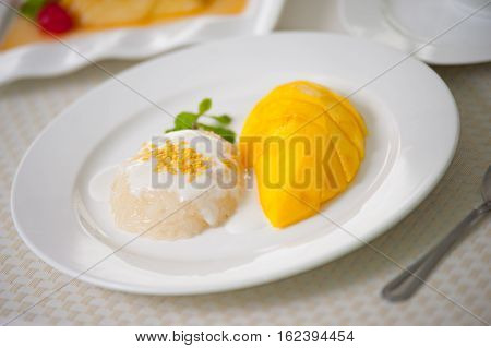 Thai sweet sticky rice with mango,this is very simple but tropical des- sert.