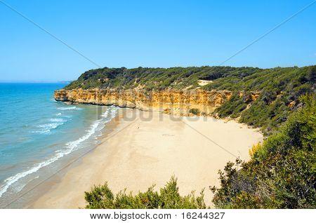 Una vista de la playa de Cala Fonda, en Tarragona, España