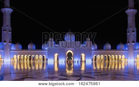 Sheikh Zayed Grand Mosque in Abu Dhabi United Arab Emirates. Grand Mosque in Abu Dhabi is the largest mosque in United Arab Emirates for more than 40000 prayers. Sheikh Zayed