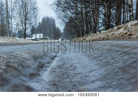 Bad road - the slippery track was not cleared in time to municipal service.