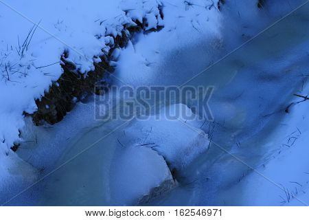 Quando la natura decide di ghiacciare tutto