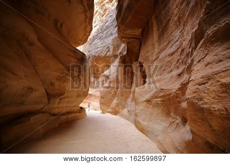 PETRA, JORDAN : The Siq Canyon leading to The Treasury (Al Khazneh)
