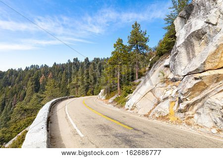 Generals Hwy thru Sequoia National Park in California, USA