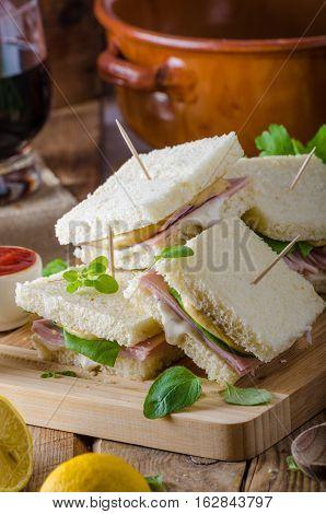 Bio Sandwich With Mayo, Cheese And Ham