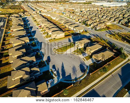 Sunset Suburban Homes North of Austin near Round Rock , Texas as Texas expands more and more homes are built in Modern Neighborhood Communities at Cul de Sac