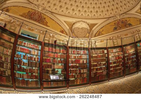 Washington Dc, Usa - September 4, 2018: Inside In One Room Of The Library Of Congress. It Is The Res