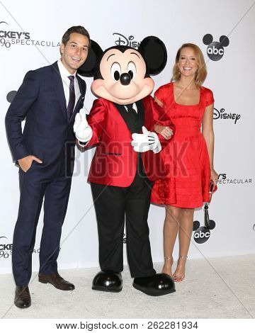 LOS ANGELES - OCT 6:  Skylar Astin, Mickey Mouse, Anna Camp at the Mickey's 90th Spectacular Taping at the Shrine Auditorium on October 6, 2018 in Los Angeles, CA