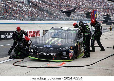October 07, 2018 - Dover, Delaware, USA: Kurt Busch (41) brings his car down pit road for service during the Gander Outdoors 400 at Dover International Speedway in Dover, Delaware.