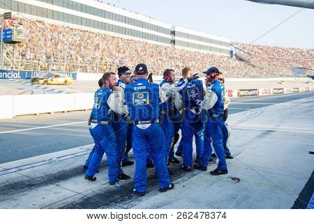 October 07, 2018 - Dover, Delaware, USA: Chase Elliott (9) takes the checkered flag and wins the Gander Outdoors 400 at Dover International Speedway in Dover, Delaware.