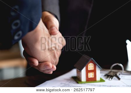 Real Estate Broker And Customer Shaking Hands After Signing A Contract - Real Estate, Home Loan And