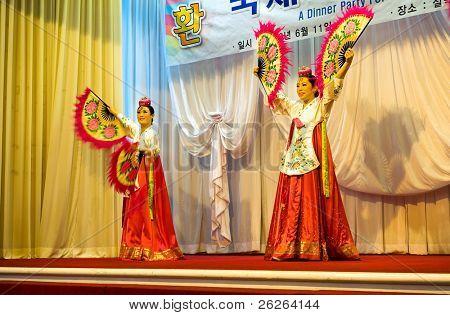SOKCHO, KOREA - JUNE 11: Traditional  Korean fan dance at dinner party of the 6th Seorak international  trekking festival, June 11, 2010 in Sorakpark at Sokcho, South Korea